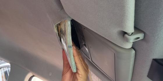 Detalhe: dinheiro foi escondido no forro do veículo (Foto: Polícia Federal)