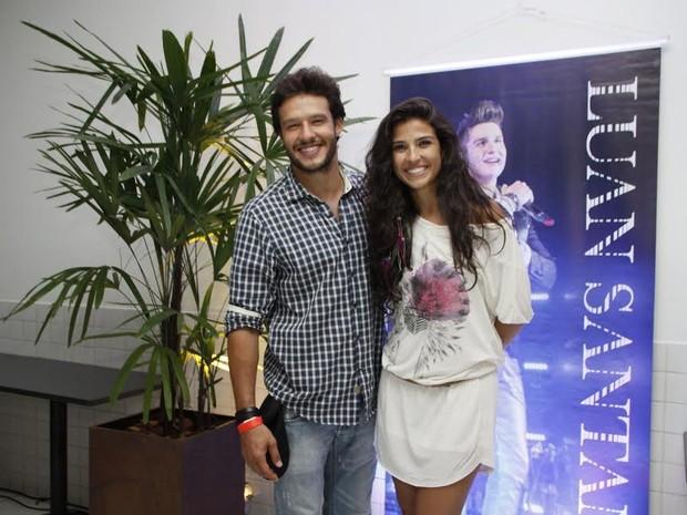 Nando Rodrigues e namorada (Foto: Graça Paes/Photo RioNews)