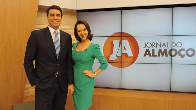 Raphael Faraco e Laine Valgas apresentam o JA nos próximos dias (Foto: RBS TV/Divulgação)