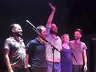 Mallu Magalhães exibe barriguinha em show e fãs apontam gravidez