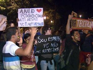 Grupo acusa o pastor e deputado federal Marco Feliciano (PSC-SP) de ser racista e homofóbico (Foto: Valdinei Malagute/EPTV)