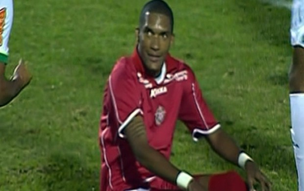 Fernando Karanga desperdiça chance da vitória para o Boa Esporte (Foto: Reprodução Premiere FC)