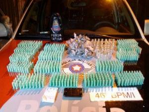 Homem é preso com mais de mil porções de drogas na zona sul de São José dos Campos. (Foto: Divulgação / Polícia Militar)