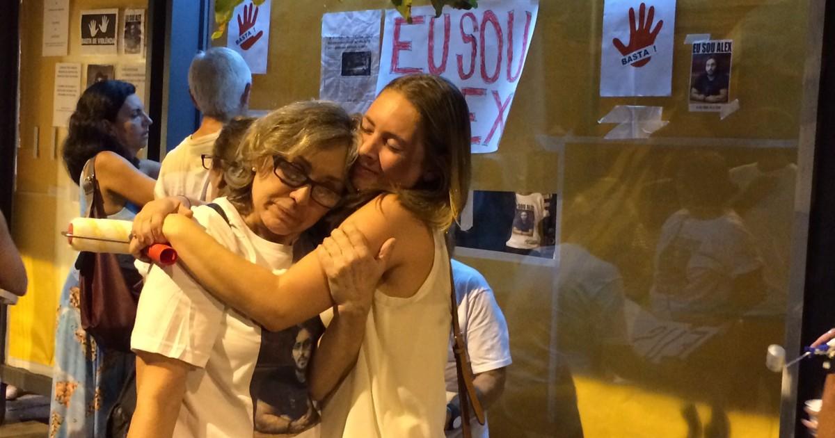 Grupo pinta ponto de ônibus de branco em ato por morte de jovem - Globo.com
