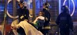 Vídeo: feridos são resgatados (Christian Hartmann/Reuters)