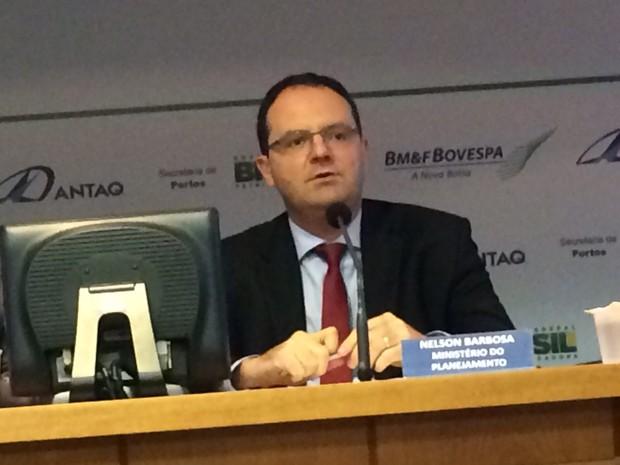 O ministro do Planejamento, Nelson Barbosa, fala à imprensa após o leilão (Foto: Tais Laporta/G1)