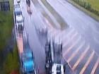 Caminhão tomba e fecha pista na BR-101, na altura de Casimiro de Abreu