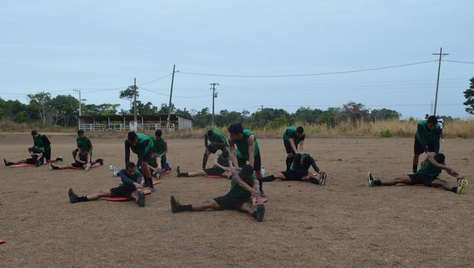 Os 16 jogadores apresentados nesta terça (5) realizaram atividade física com o preparador Jorge Miranda (Foto: Dominique Cavaleiro/ GloboEsporte.com)