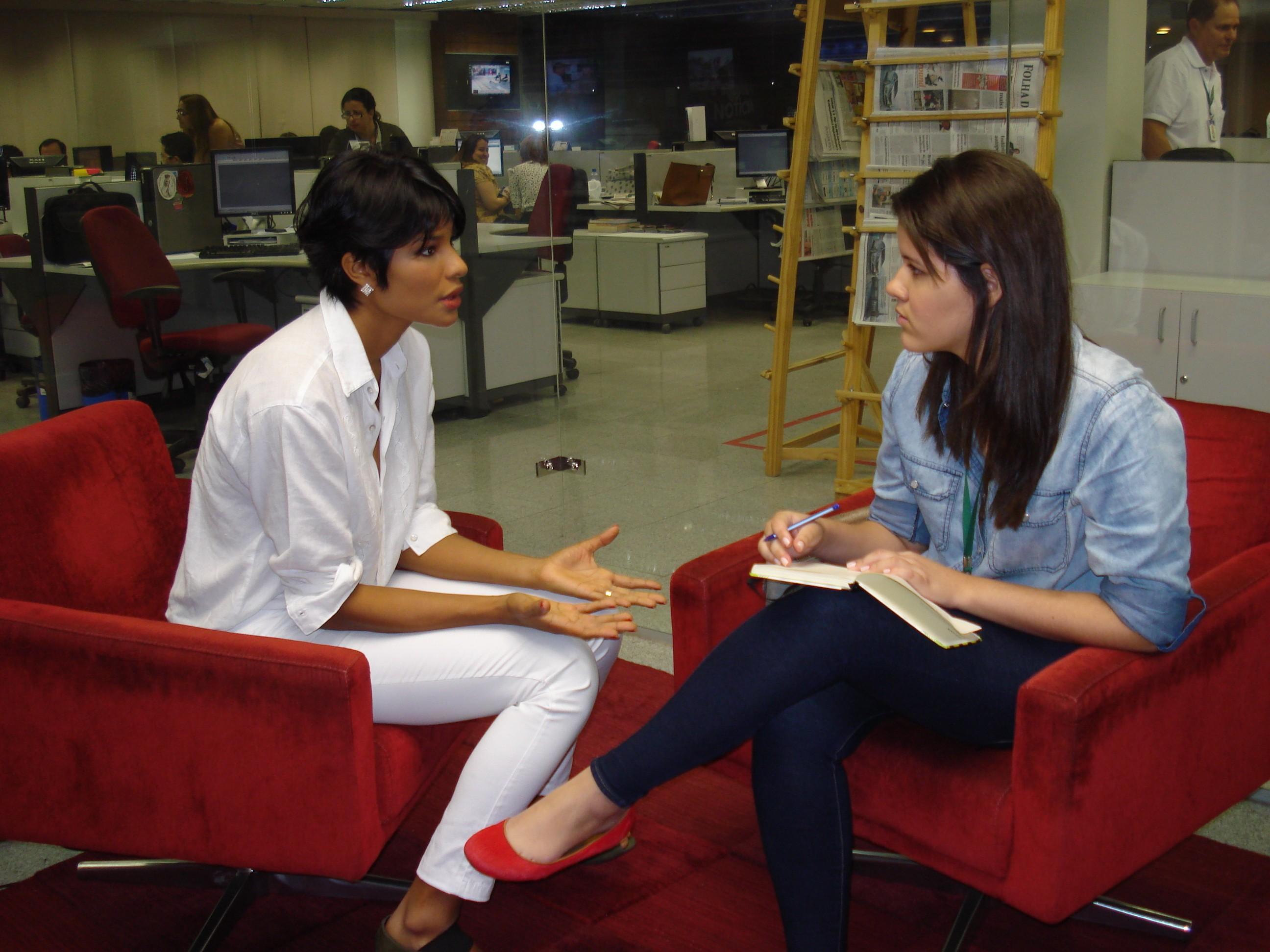 Suyane em entrevista so Diário do Nordeste (Foto: Alyne Cardoso)