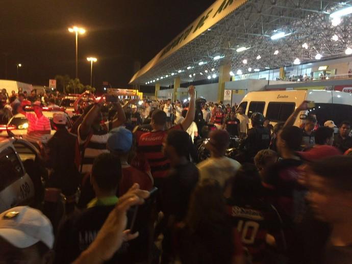 Chegada Flamengo - Aracaju (Foto: Raphael Zarko)