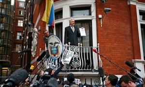 David Cameron pede a Assange o fim de sua 'saga lamentável'