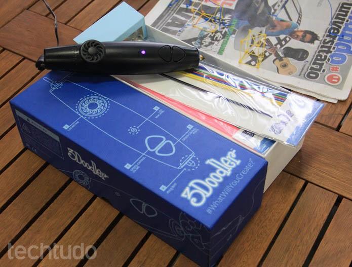 A embalagem da 3Doodler vem com muitos refis coloridos, além da caneta (Foto:  Renato Bazan/TechTudo)