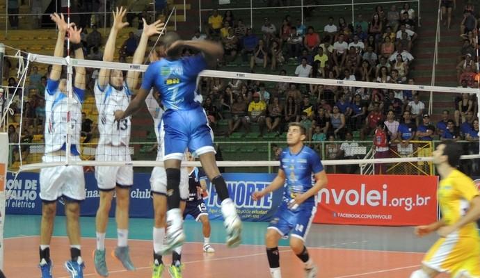 Montes Claros conhece sua priemira derrota na temporada (Foto: Cida Santana/GE)