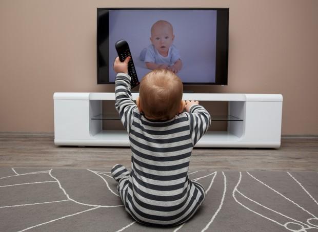 Estabeleça um vínculo com seu filho e apenas depois introduza estímulos na vida dele (Foto: Thinkstock)