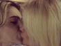Monique Evans beija muito Cacá Werneck e declara: 'Amo essa mulher'