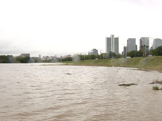orla do guaíba, porto alegre, rs, chuva (Foto: Reprodução/RBS TV)