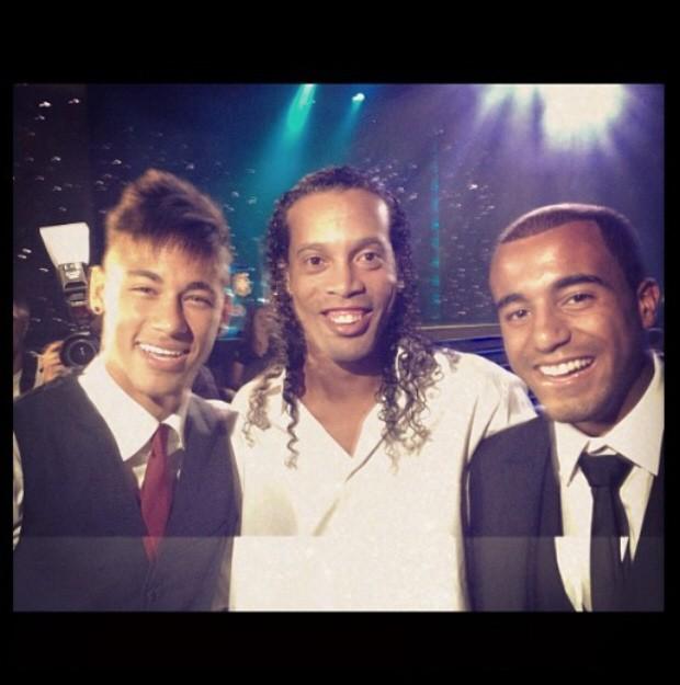 Neymar posou ao lado de Gaúcho e Lucas (Foto: Reprodução / Instagram)