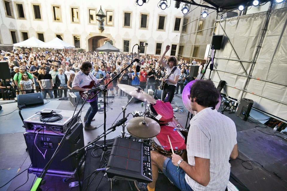 O Terno em showcase promovido por Bananada e Do Sol no PrimaveraPro, parte do festival Primavera Sound, em Barcelona
