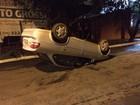 Capotamento deixa motorista ferido na Vila Recreio em Ourinhos