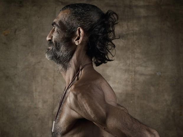 Fotógrafo documenta, articula e reflete sobre o que divide a fronteira entre homem e bicho  (Foto: Divulgação)