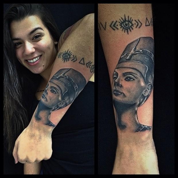 Petra Mattar, filha de Maurício Mattar, exibe tatuagens (Foto: Instagram/ Reprodução)