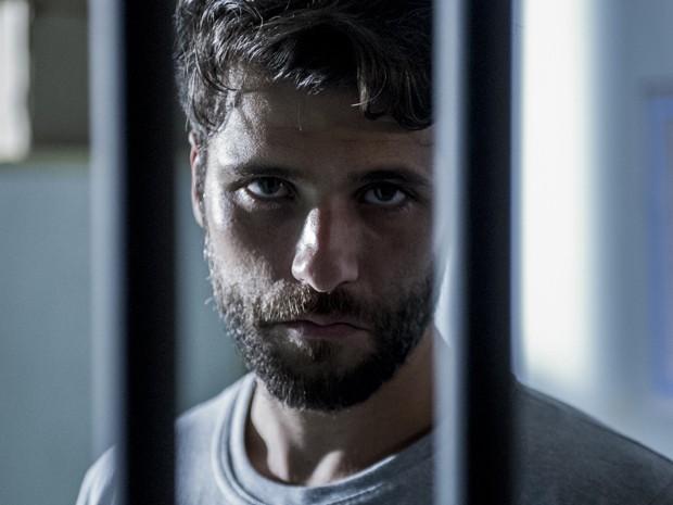 Edu escapa da prisão levando Vera junto (Foto: Estevam Avellar / TV Globo)