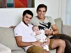Felipe Simas, o caçula do 'clã' Simas, festeja seu primeiro Dia dos Pais