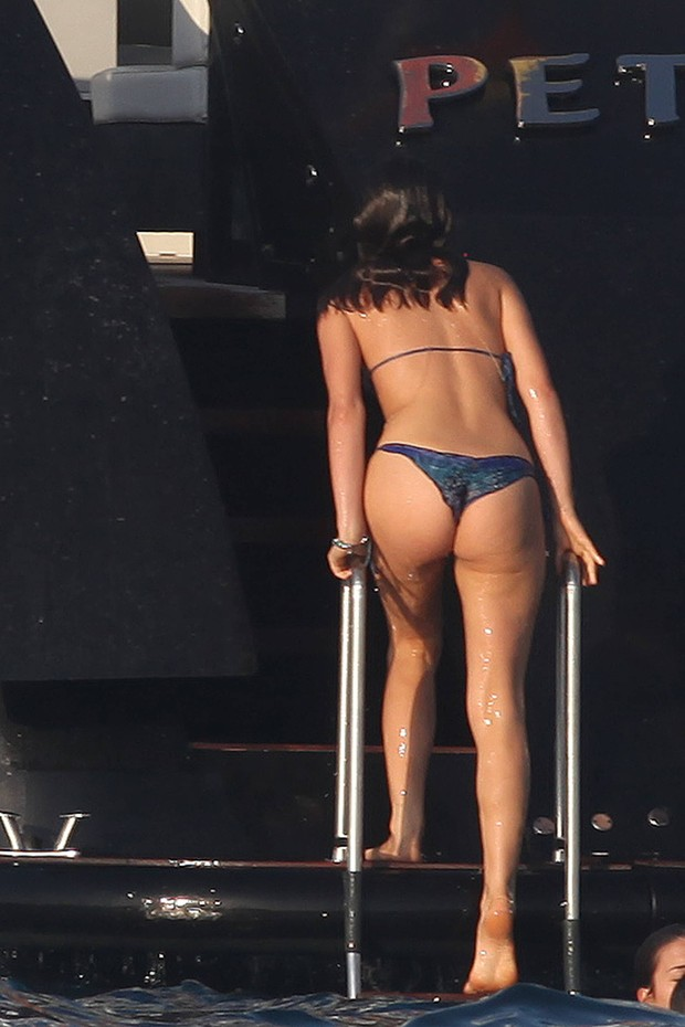 Bruna Marquezine mostra corpão em Ibiza com Neymar (Foto: Cordon Press/AKM-GSI Brasil / AKM-GSI)