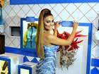 Juliana Paes chega bronzeada e de aplique nos cabelos à Sapucaí