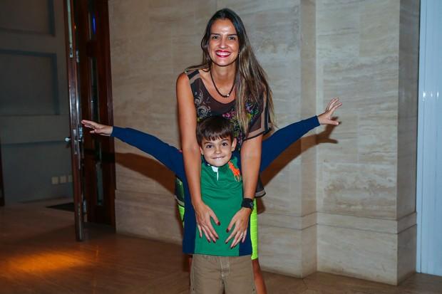 Luciana Cardoso (esposa de Faustao) com o filho Rodrigo (Foto: Manuela Scarpa / Photo Rio News)