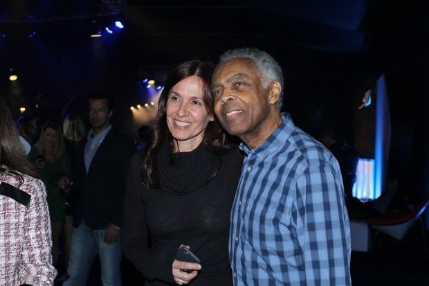 Gilberto Gil e a mulher, Flora Gil, em evento na Zona Sul do Rio (Foto: Alex Palarea/ Ag. News)