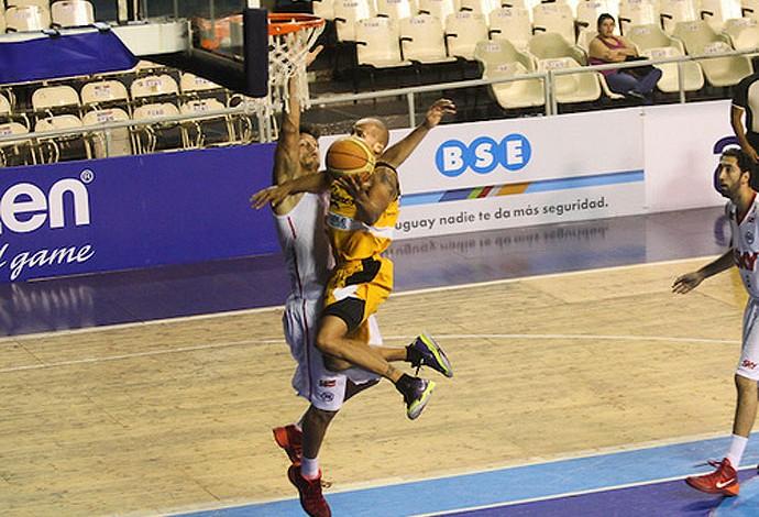 Basquete Diaz do Capitanes x Pinheiros (Foto: FIBA)