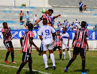 Taubaté x Santacruzense Fernando Praes (Foto: Bruno Castilho/ Divulgação)