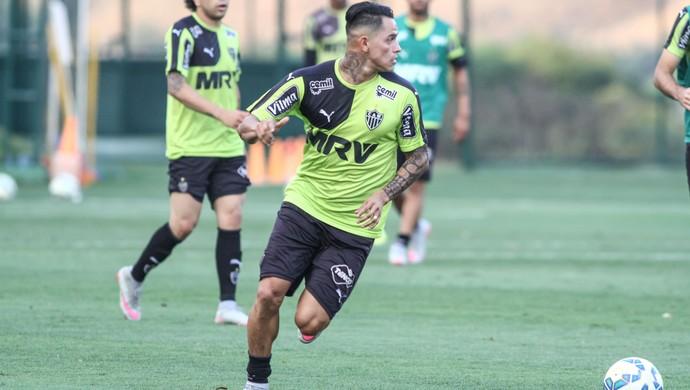 Giovanni Augusto durante treino na Cidade do Galo (Foto: Bruno Cantini/Flickr do Atlético-MG)