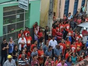 Moradores ocupam frente da câmara  (Foto: Tássio Andrade/G1)