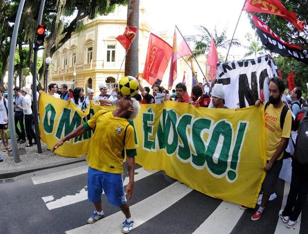 Protesto licitação maracanã (Foto: André Durão / Globoesporte.com)