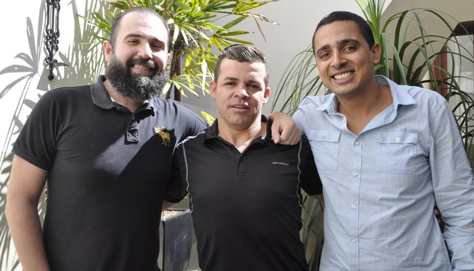Vulcão: vice-presidente Diego Nogueira; técnico Marcelo Albino; presidente Thales Moreno (Foto: Lúcia Ribeiro)