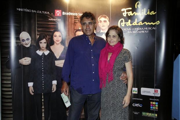 Drica Moraes vai com marido assistir peça no RJ (Foto: Thyago Andrade  / FotoRioNews)
