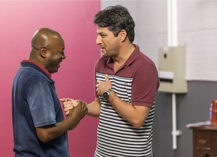 Nando Cunha e Marcelo Serrado em ensaio do Tomara que Caia (Foto: Artur Meninea/Gshow)