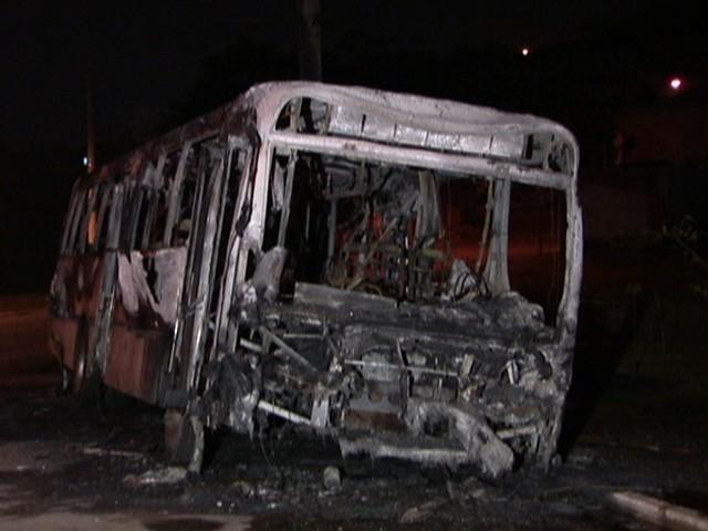 ônibus queimado em sp (Foto: globonews)