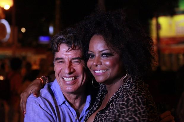 Paulo Betti e Adriana Bombom (Foto: Isac Luz/EGO)