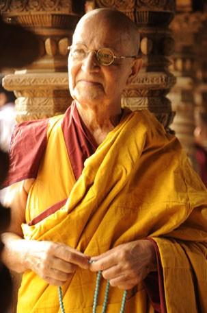 Nelson Xavier é Ananda Rinpoche, o grande líder espiritual de Joia Rara, nova novela da Globo das 6 (Foto: Renato Rocha Miranda / TV Globo)