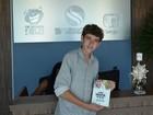 Aprovado em medicina aos 14 anos, José Victor, lança livro em Aracaju