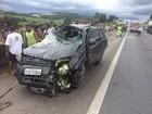 Casal fica ferido em capotamento de carro na Fernão Dias em Atibaia, SP