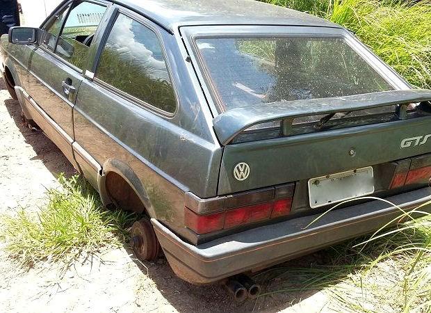 Carro furtado foi localizado na Estrada de Jacutinga em Rio Claro (Foto: Divulgação/Guarda Civil de Rio Claro)