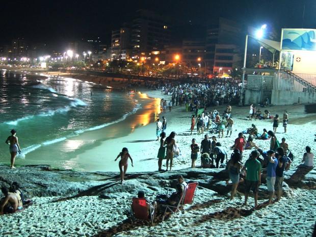 Areias cheias na praia do Arpoador, no Rio de Janeiro (Foto: Lívia Torres/ G1)
