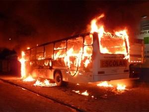 Ônibus escolar foi incendiado em Tijucas, na Grande Florianópolis (Foto: Paulo Schmidt/Arquivo pessoal)