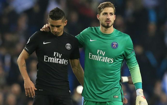 Marquinhos e Trapp saem de campo tristes com derrota do Paris Saint-Germain (Foto: AP Photo/ Jon Super)