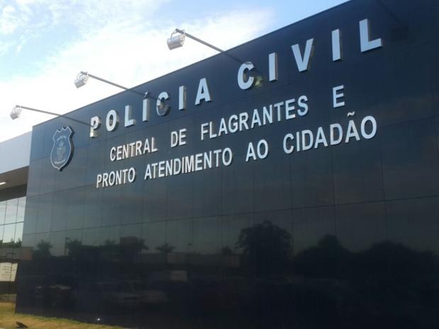 Caso foi registrado na Central de Flagrantes da Polícia Civil em Goiânia (Foto: Rodrigo Mansil/TV Anhanguera)