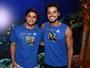 Bruno Gissoni e Rodrigo Simas se divertem no carnaval da Bahia